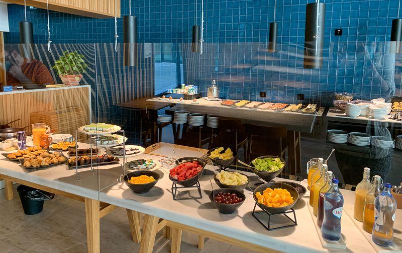 Viajar a Portugal en tiempos de COVID-19: buffet asistido en un hotel de Évora