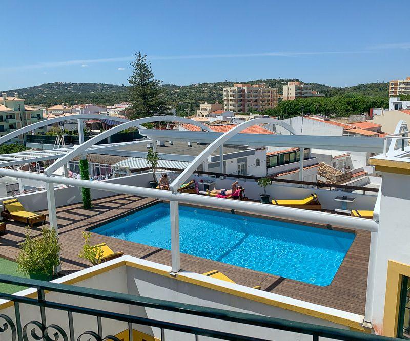 Viajar a Portugal en tiempos de COVID-19: la piscina de nuestro hotel