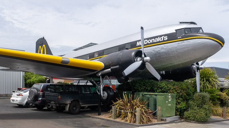 Etapa 18 por NZ entre Taupo y Rotorua: McDonalds en Taupo