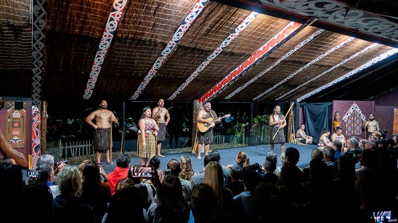 Visitar un poblado maorí en Nueva Zelanda: bailes y cánticos