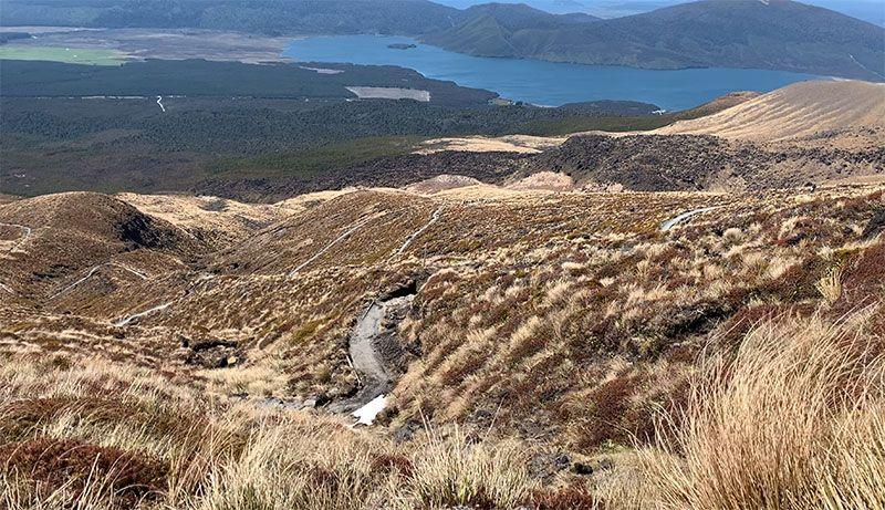 Tongariro Alpine Crossing: la bajada rompepiernas
