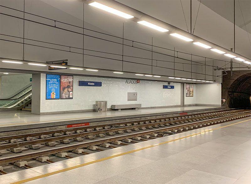 Cómo ir del aeropuerto de Oporto al centro de la ciudad: metro