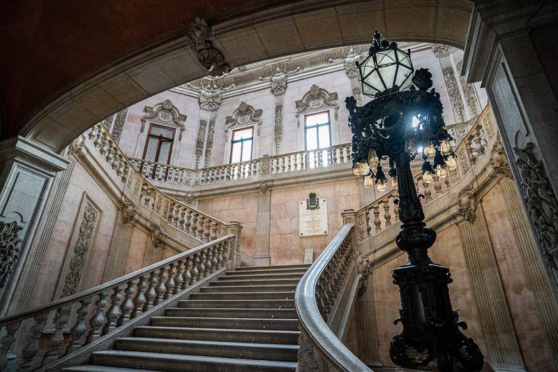 Visitar el Palacio de la Bolsa en Oporto: escalinata del Palacio