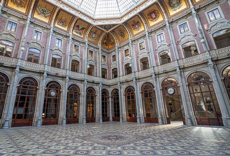 Visitar el Palacio de la Bolsa en Oporto: el patio de las Naciones