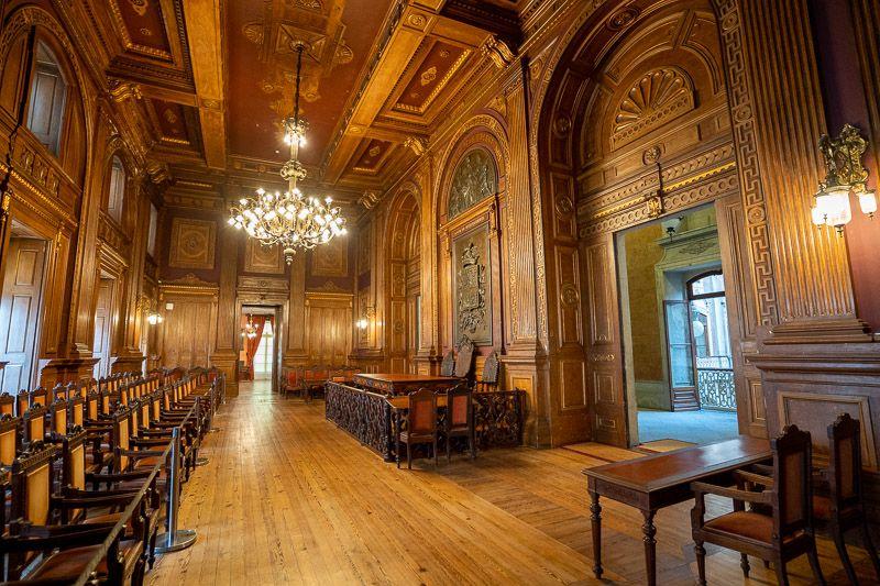 Visitar el Palacio de la Bolsa en Oporto: sala del tribunal - consejos para viajar a Portugal