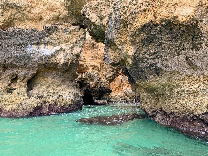 Paseo en barco por Ponta da Piedade: aguas turquesas que te recordarán al Caribe - qué ver en Faro