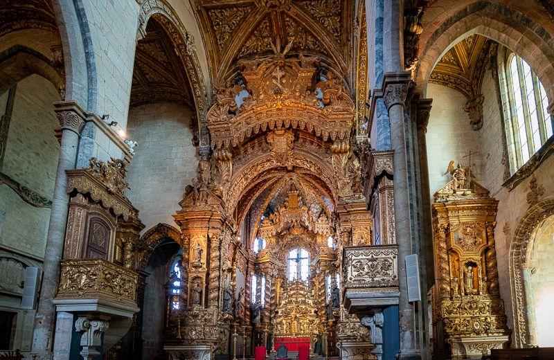 Visitar la iglesia de San Francisco en Oporto: interior de la iglesia