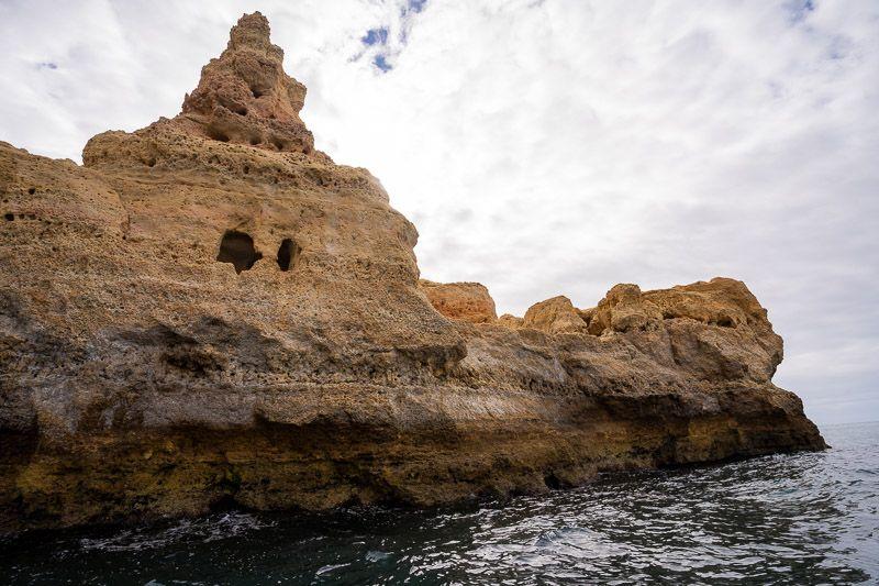 Paseo en barco por las cuevas de Benagil: el Algar Seco desde el mar