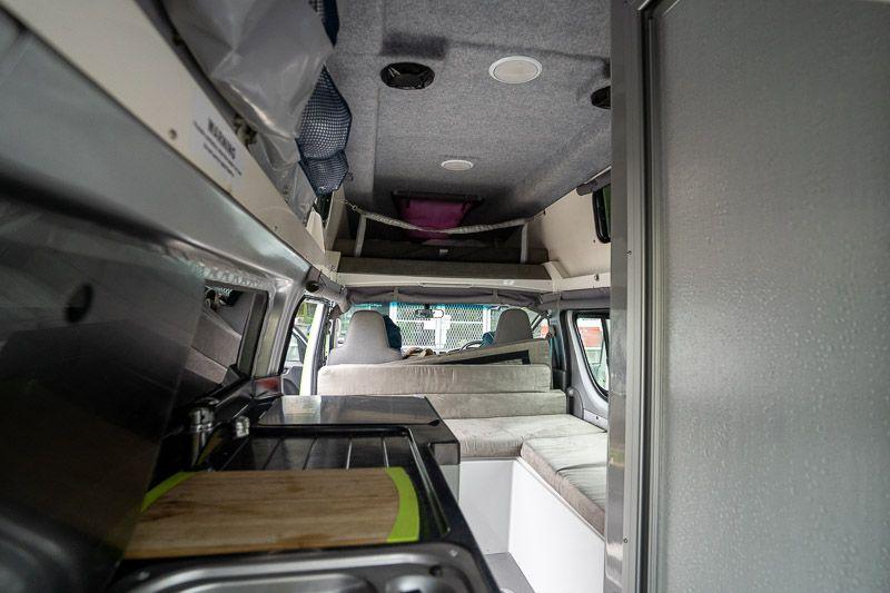 Alquilar una camper en Nueva Zelanda: interior de la Jucy Chaser
