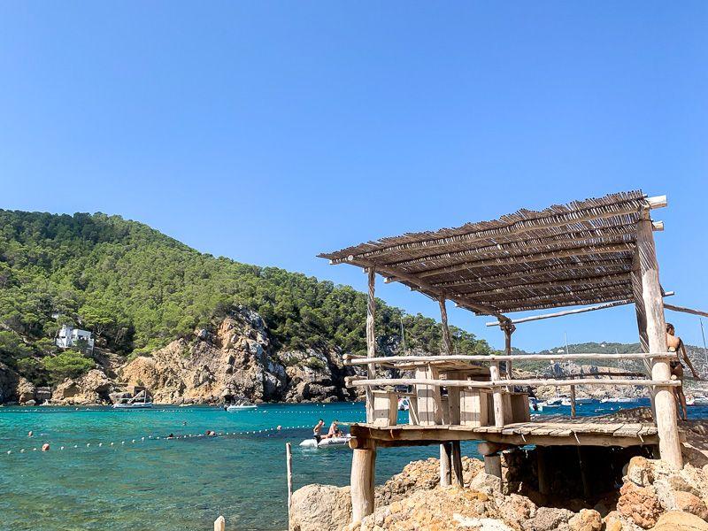 Qué ver en Ibiza: Cala Benirrás