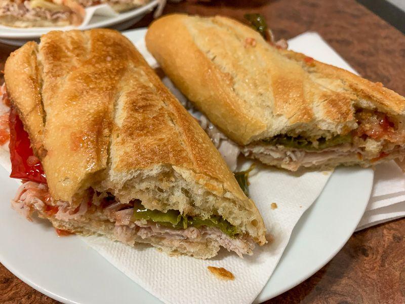 Dónde comer en Ibiza: bocatas de carne asada en Can Bufí