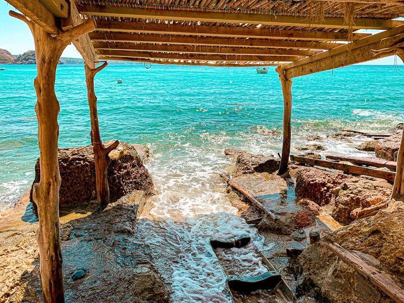 Qué ver en Ibiza: cabañas de pescadores cerca de Es Cubells