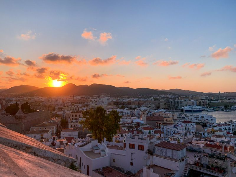 Qué ver en Ibiza: atardecer en Eivissa
