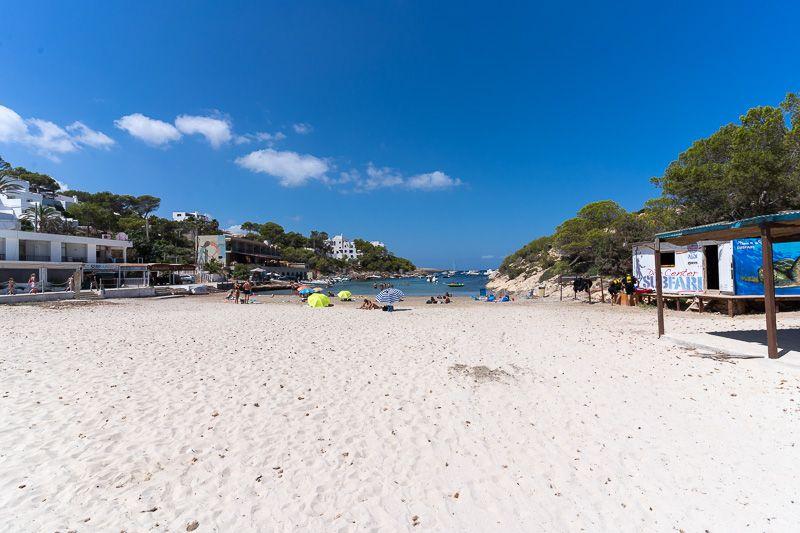 Qué ver en Ibiza: Cala Portinatx