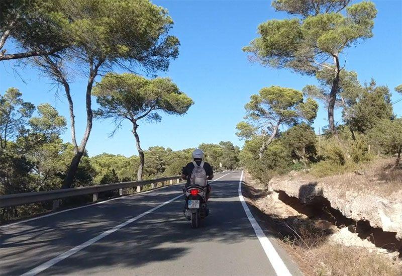 Cómo moverse por Formentera: la moto nos parece la mejor opción