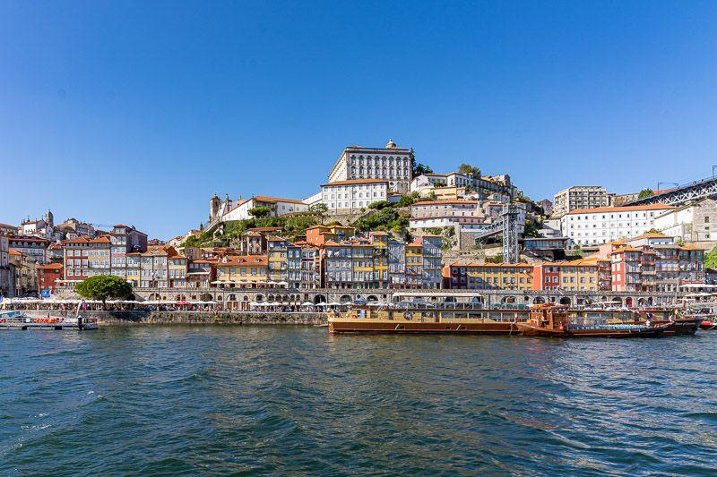 Crucero de los seis puentes por el Douro en Oporto: vistas del cais de Ribeira