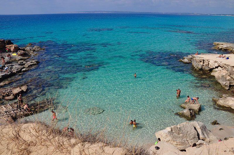 Qué ver en Formentera: Caló d'Es Mort - 5 lugares imprescindibles en Formentera que no te puedes perder por nada del mundo - Las mejores playas y calas de Formentera