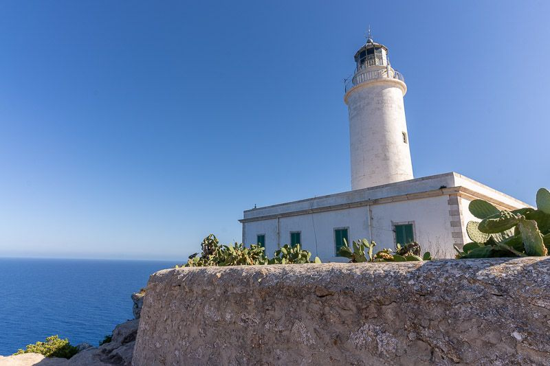 Cómo ir de Ibiza a Formentera BARATO y rápido: faro de La Mola