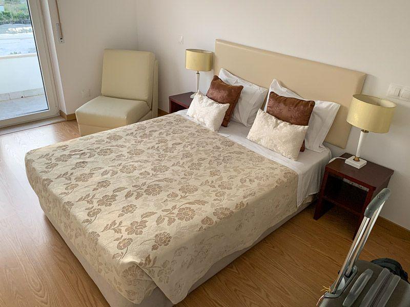 Dónde dormir en la tercera etapa de la N2: Hotel Larverde - Dónde dormir en la ruta por la N2