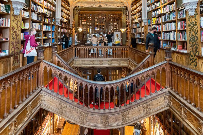 Visitar la librería Lello en Oporto: ¿se inspiró JK Rowling en la librería para escribir Harry Potter?