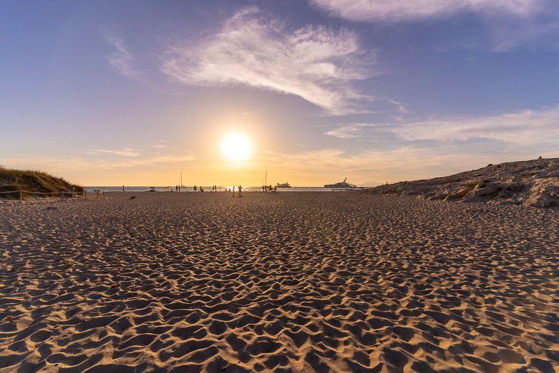 Cómo ir de Ibiza a Formentera BARATO y rápido: atardecer en Ses Illetes