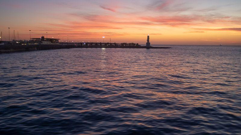 Cómo ir de Ibiza a Formentera BARATO y rápido: anochecer desde el ferry