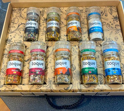Los mejores regalos viajeros baratos: maletín de especias con sabores del mundo