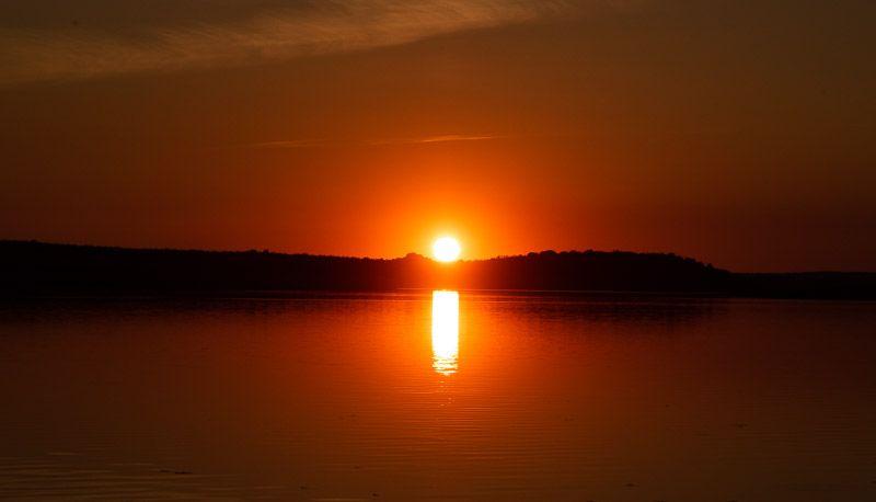 Qué ver en el lago Alqueva: atardecer en la playa fluvial de Mourao