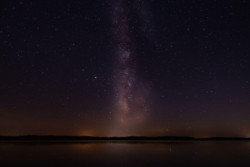 Qué ver en el lago Alqueva: foto nocturna en la playa fluvial de Mourao
