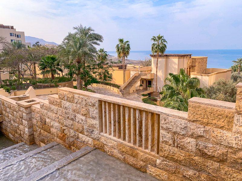 Qué ver y hacer en la carretera del Mar Muerto: alojarse en alguno de los lujosos hoteles
