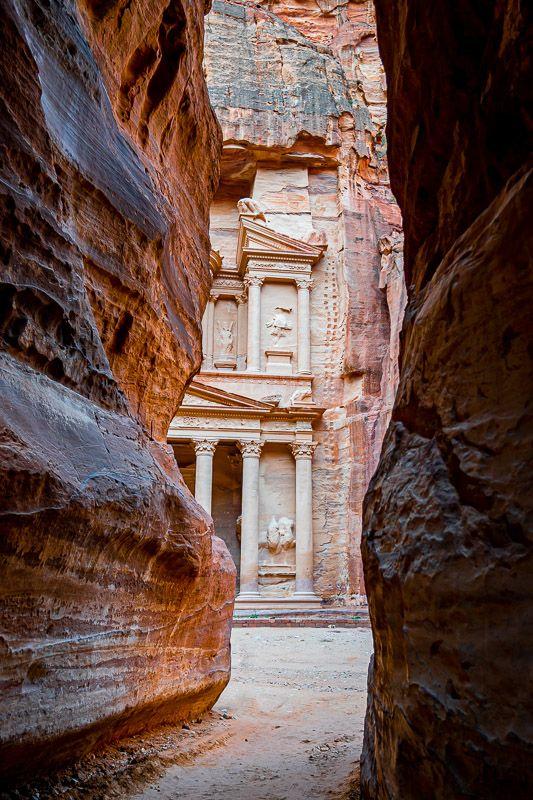 Qué ver en Petra: vistas del Tesoro desde el Siq - imprescindibles en Jordania