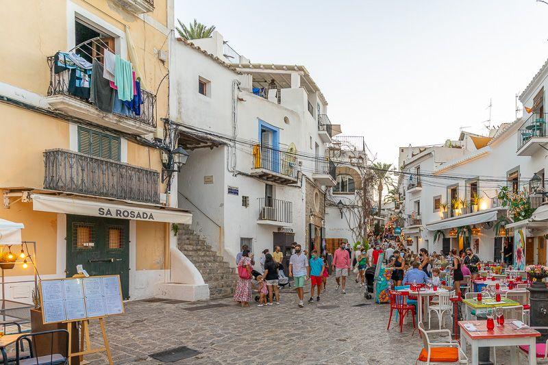 Qué ver en Ibiza ciudad: callejuelas en Dalt Vila