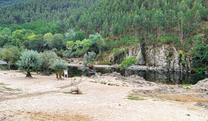 Pasadizos del Paiva: Praia fluvial de Areinho